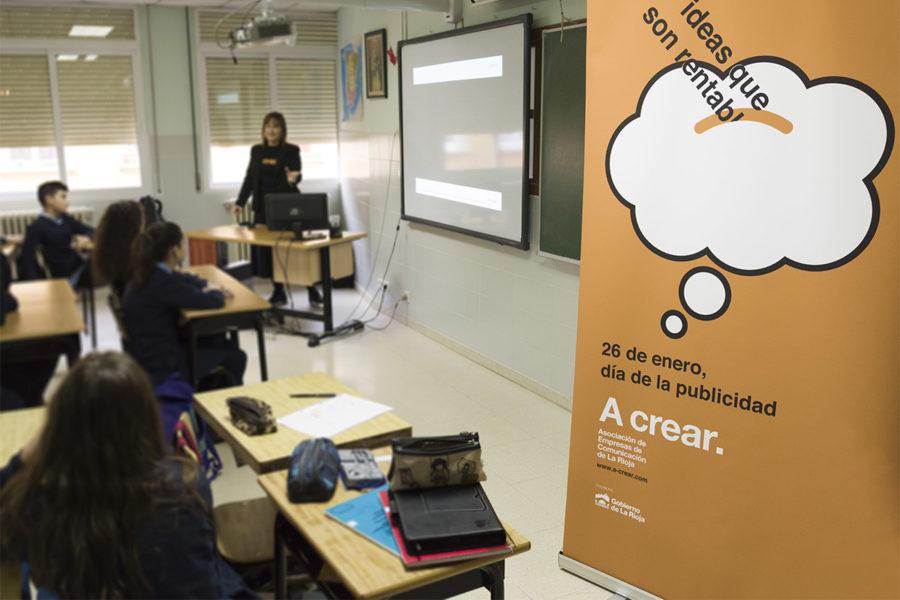 A crear organizó los talleres 'Juegos de Marcas', en el colegio Escolapias Sotillo, para celebrar el Día de la Publicidad 2018