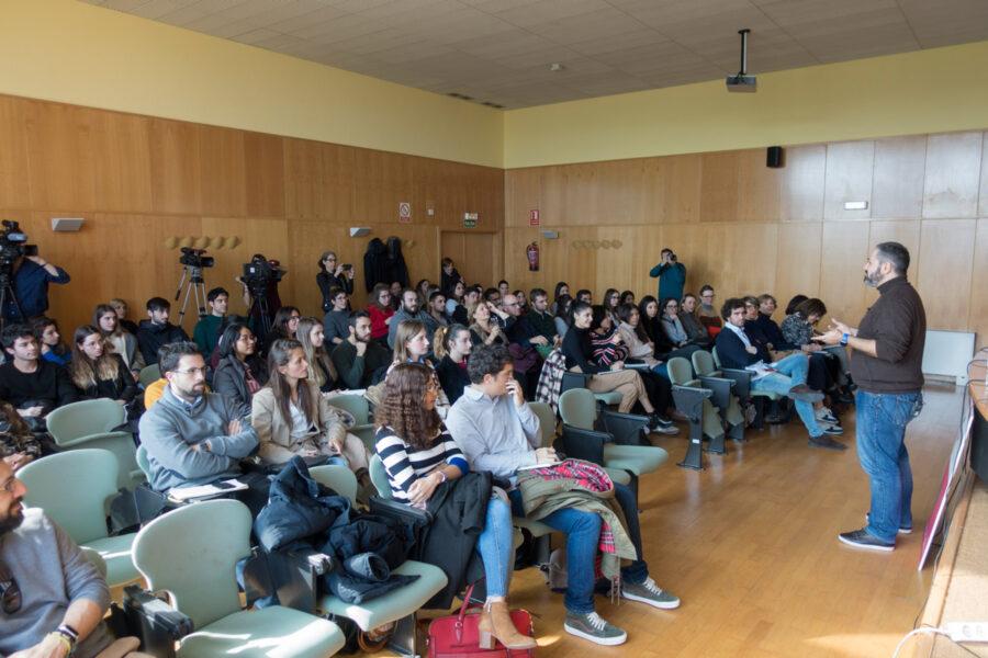 Charla del responsable de redes sociales de la Federación Española de Fútbol en la UR